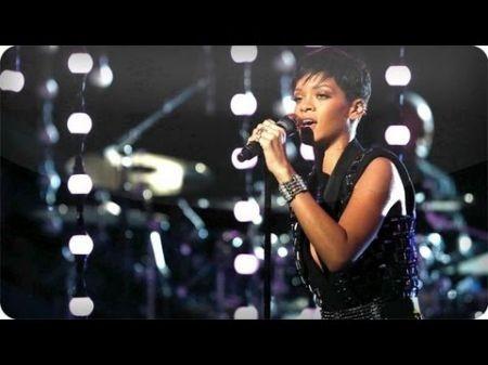 Rihanna performs 'Diamonds' live on 'The Voice' season three finale
