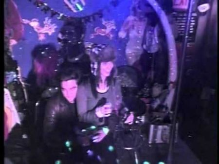 Robert Pattinson and Katy Perry sing karaoke, video goes viral