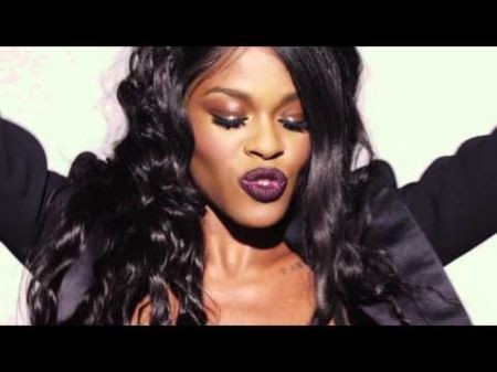Azealia Banks delivers high-energy lyrics with a healthy dose of controversy