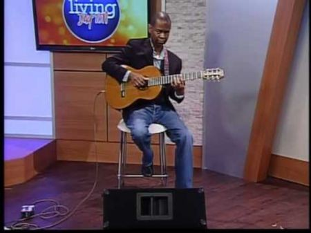 Earl Klugh continues career as one of the great journeymen of jazz