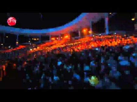 Ricky Martin shakes his hips in concert like nobody else