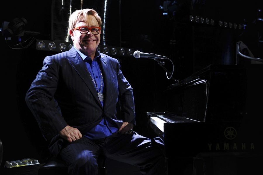 After lengthy L.A. absence, Elton John announces STAPLES Center show