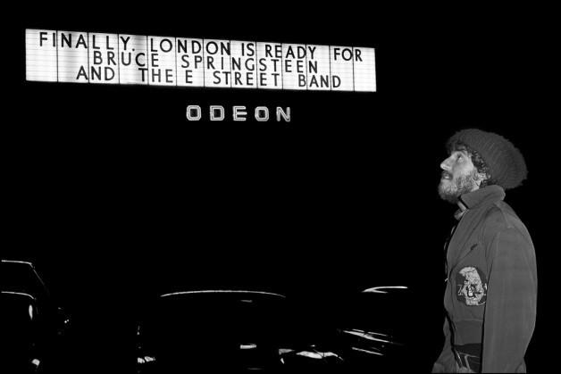18 Νοεμβρίου 1975 για πρώτη φορά στην Αγγλία ο Bruce Springsteen