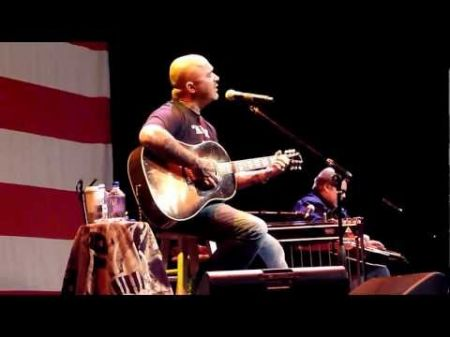 Aaron Lewis brings a little rock to his country