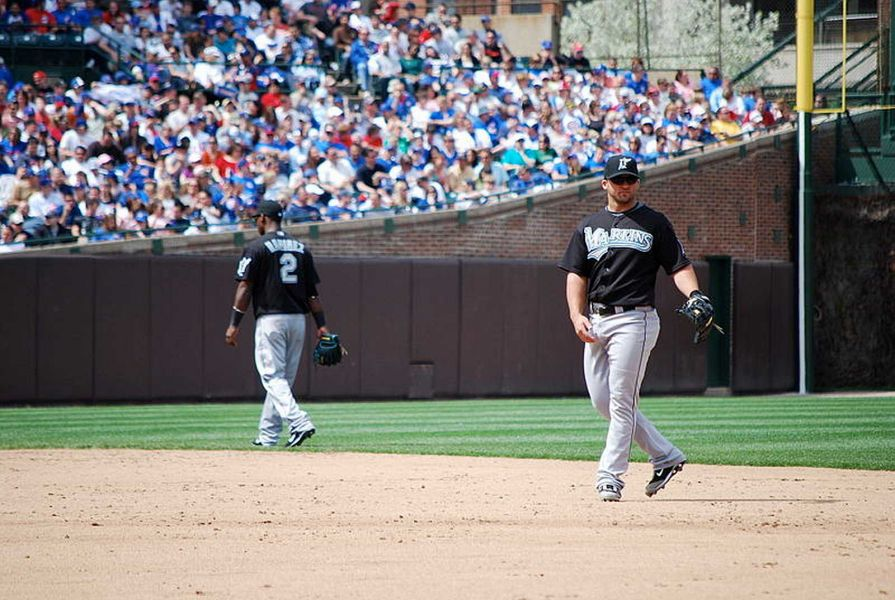 Time for Major League Baseball to ban the infield shift