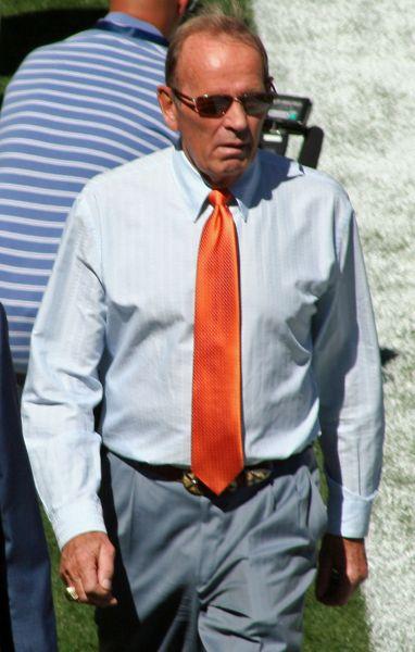 Denver Broncos owner Pat Bowlen resigns due to Alzheimer's