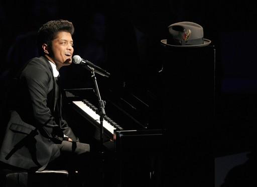 MTV debuts Bruno Mars' 'Grenade' music video