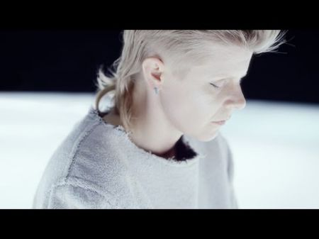 Röyksopp and Robyn have an out-of-body experience in 'Monument' video
