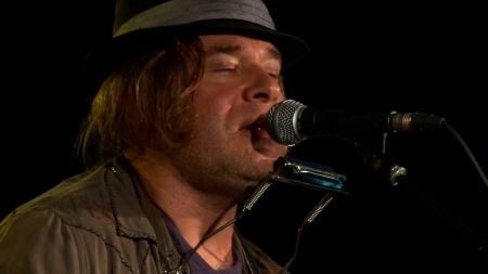 Tom Freund is an evocative singer-songwriter worth checking out