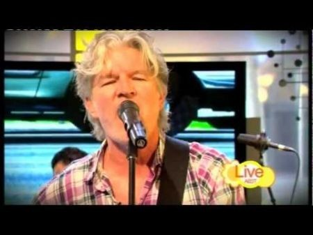 Tim Finn performs hits from his many musical identities