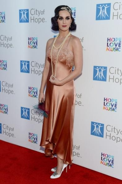 Katy Perry arrives on 'City of Hope' red carpet in 1920's flapper style fashion