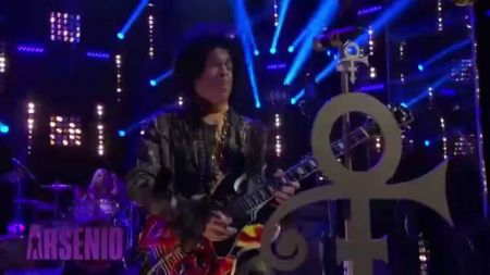 Regular touring bores Prince as singer announces piano-only trek through Europe