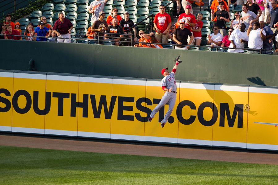 Mike Trout robs JJ Hardy of a home run in 2012