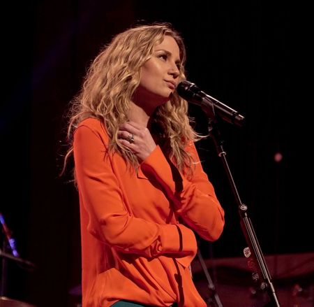 Jennifer Nettles bands against cancer for Christmas concert - AXS