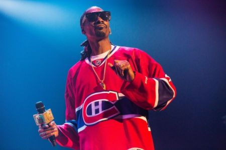 Rapper Snoop Dogg will be spinning his own DJ set to help open the NHL All-Star skills competition this weekend.