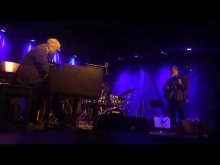 Grammy-winning John Scofield dresses up country classics in mind-blowing show