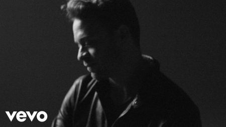 Singer-songwriter Amos Lee reveals 2017 summer tour dates