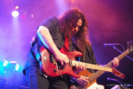 <p>Guitarist Vinnie Moore shredded when UFO landed in Cleveland.</p>