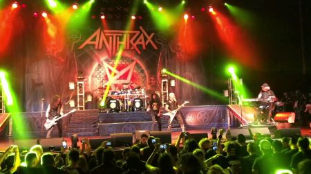 Anthrax debuts Kansas cover 'Carry On' live