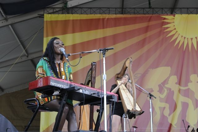 'Genius' talent Laura Mvula wows crowds at her New Orleans Jazz Fest debut