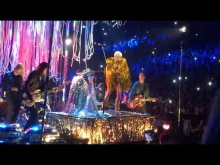 Watch Miley Cyrus and the Flaming Lips perform 'Lucy in the Sky With Diamonds'