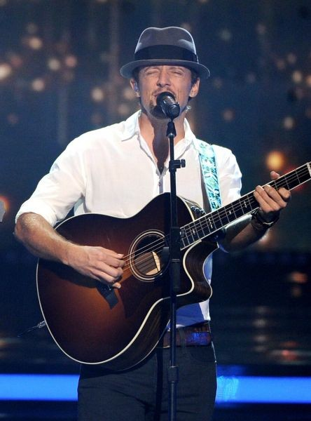 Jason Mraz's music, live performance will have you smiling and happy