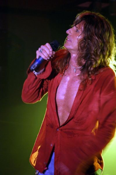 After 35 years, here Whitesnake goes again with awesome performances