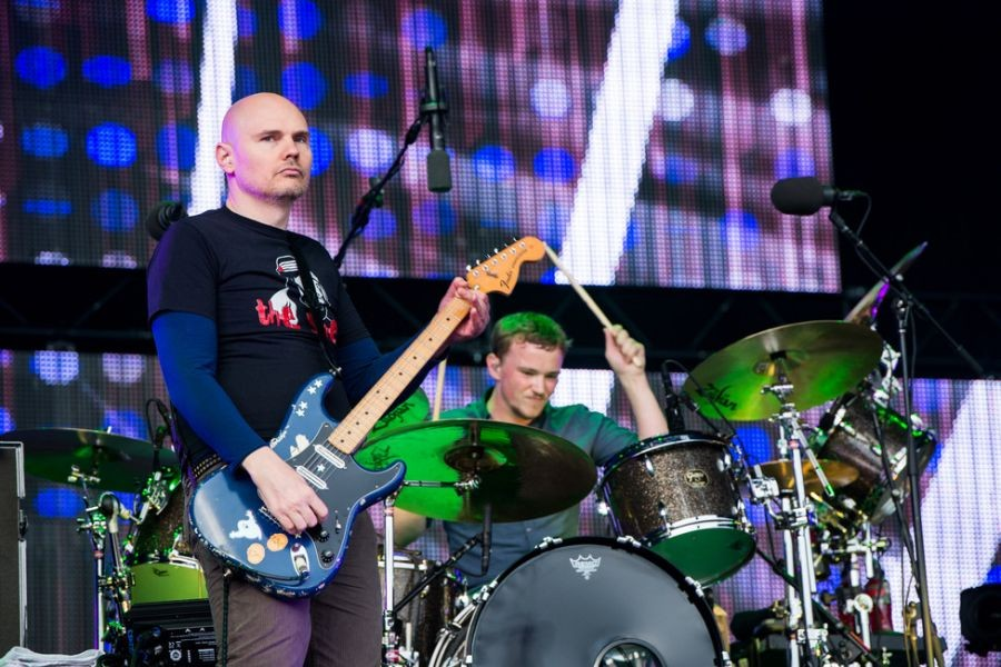 Smashing Pumpkins drummer leaves band, group working with Tommy Lee