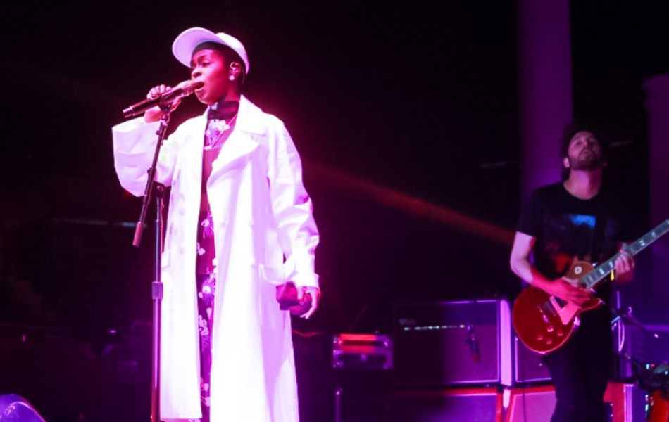 'Ms. Lauryn Hill Tour' sets the bar for originality and showmanship
