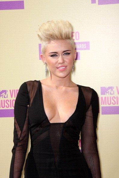 7acf06ec3d1d Singer Miley Cyrus arrives at the 2012 MTV Video Music Awards at Staples  Center on September