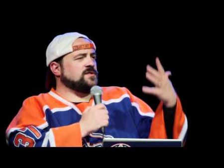 Kevin Smith continues to connect with fans in movies and on the stage