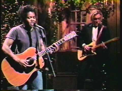 Tracy Chapman's powerful voice makes folk music rock