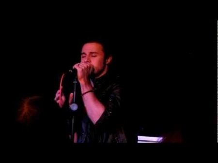 Kris Allen triumphs over challenges to find musical success