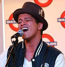Bruno Mars unseats Eminem/Rihanna to claim No.1 single