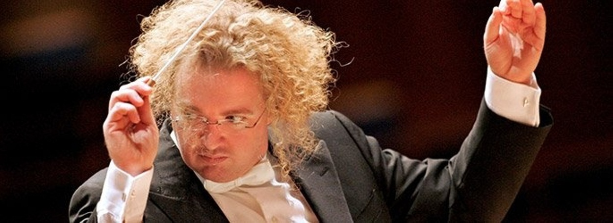 Stéphane Denève conducts Beethoven and Mussorgsky at the Hollywood Bowl