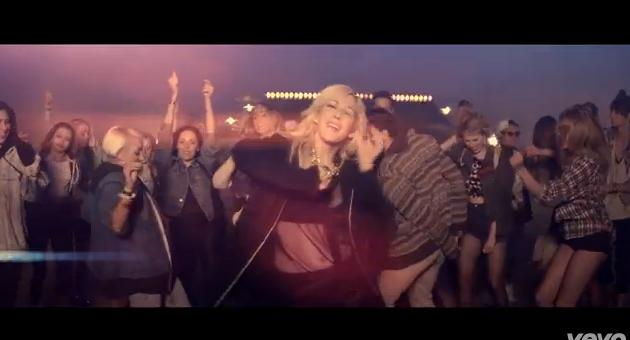 Ellie Goulding releases official 'Burn' music video