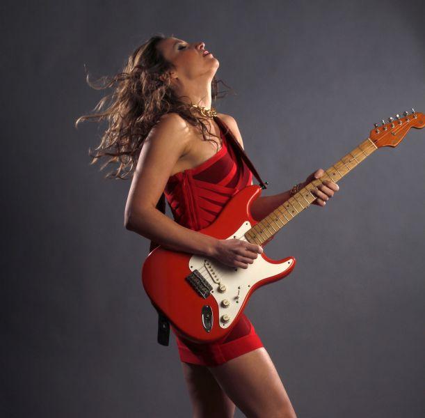 Guitarist Ana Popovic bringing blues power to Penn's Peak