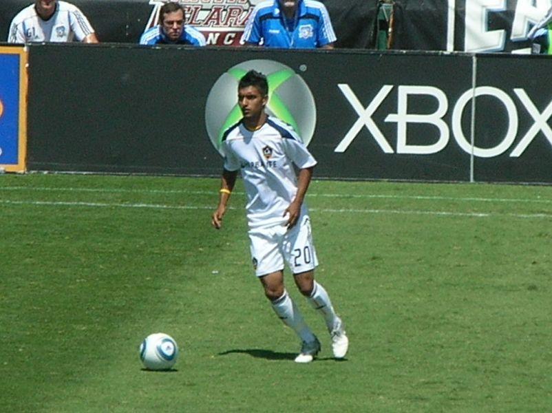 LA Galaxy dedicate cheers for AJ DeLaGarza's son in victory over DC United