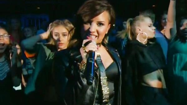 Demi Lovato performs 'Really Don't Care' at 2014 Teen Choice Awards