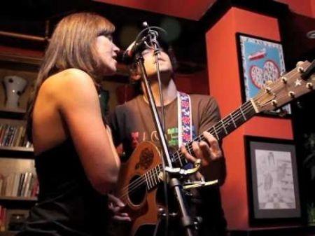 Jason Mraz brings intimate acoustic show to Dallas opera house
