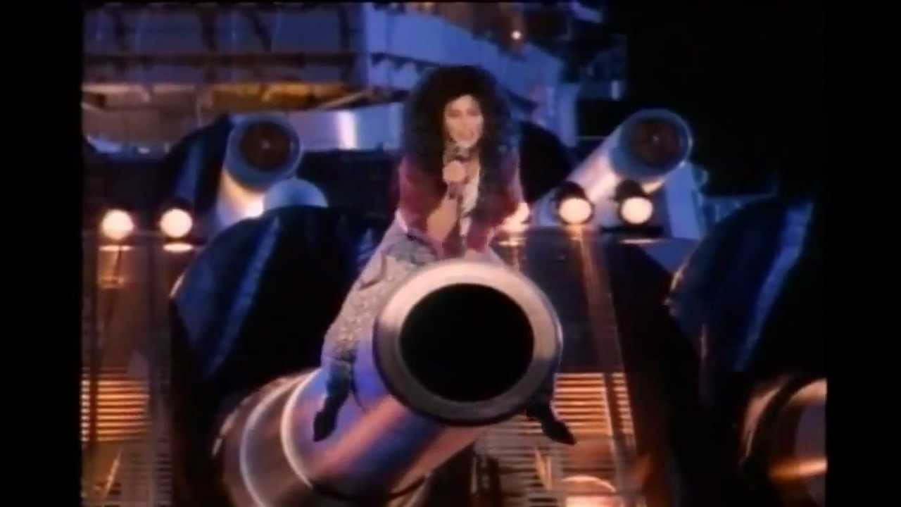 Cher postpones her Detroit stop for the 'Dressed to Kill' tour