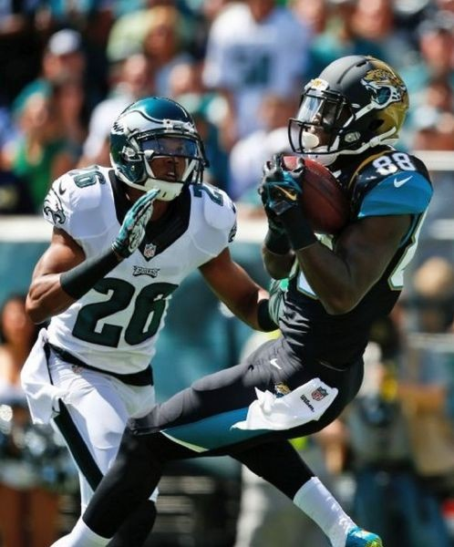 Jaguars lose huge lead in second half in 34-17 loss to Eagles