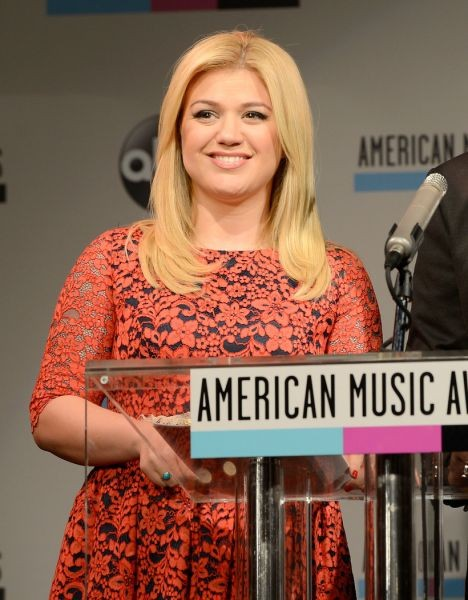 Kelly Clarkson post-baby debut: 'American Idol' winner does ALS challenge