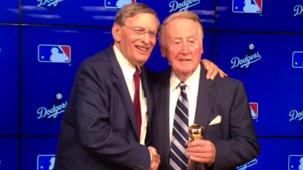 Vin Scully gets MLB's highest award