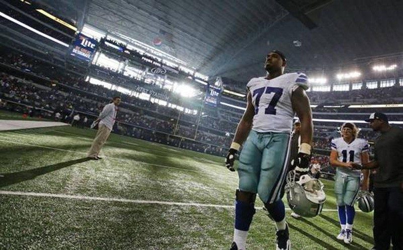 Dallas Cowboys Tyron Smith has rough game after getting big contract