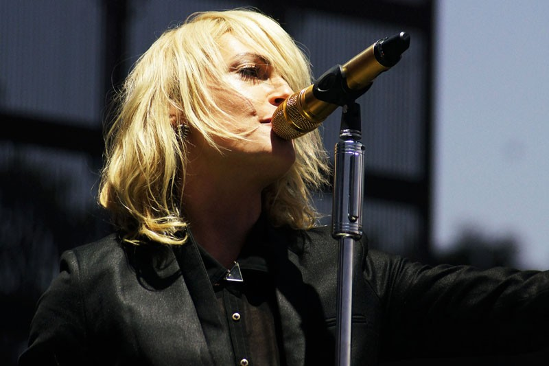 Metric, Descendents among standout acts at Riot Fest Chicago Saturday