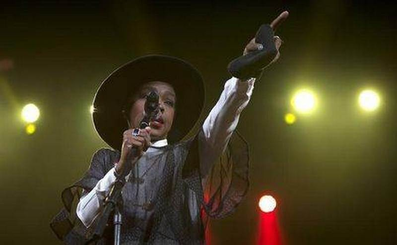 Lauryn Hill returns in London: Fans boo and then walk out