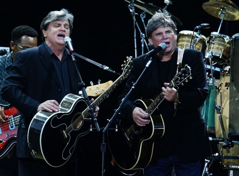 The Everly Brothers performing with Simon and Garfunkel in 2004.