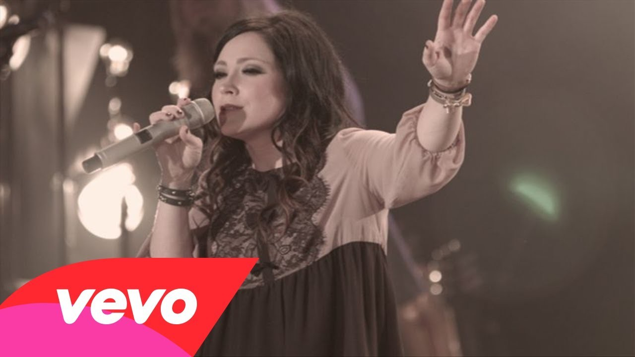 Kari Jobe shines at Dove Awards - AXS