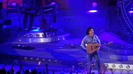 Legendary acts Garth Brooks and Motley Crue have this week's best concerts